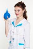 Enfermera de los jóvenes con el enema en manos Foto de archivo libre de regalías