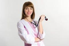 Enfermera de los jóvenes con el estetoscopio, tiro del primer Imágenes de archivo libres de regalías