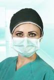Enfermera de los jóvenes en la sala de operaciones Foto de archivo