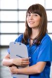 Enfermera de sexo femenino en una oficina moderna Fotos de archivo