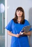 Enfermera de sexo femenino en una oficina moderna Fotografía de archivo