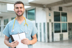 Enfermera de sexo masculino con el estetoscopio Imagen de archivo libre de regalías
