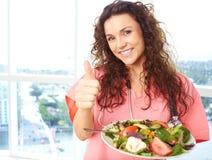 Enfermera feliz With Salad fotografía de archivo libre de regalías