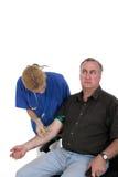 Enfermera que da el tiro al paciente ansioso 2 Imágenes de archivo libres de regalías