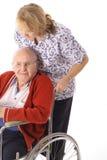 Enfermera que empuja al hombre mayor Fotografía de archivo libre de regalías