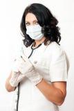 Enfermera que sostiene la jeringuilla Fotografía de archivo libre de regalías