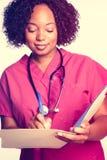 Enfermera Writing en carta fotografía de archivo libre de regalías