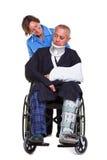 Enfermera y hombre dañado en sillón de ruedas Foto de archivo libre de regalías