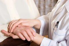 Enfermera y mayor Fotografía de archivo libre de regalías
