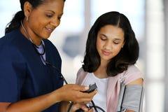 Enfermera y paciente Imagen de archivo libre de regalías