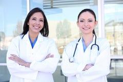 Enfermeras bonitas de la mujer Fotografía de archivo libre de regalías