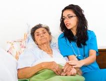 Enfermeras que cuidan imagen de archivo libre de regalías
