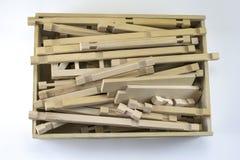Enfermez dans une boîte avec un concepteur d'enfants en bois Photographie stock