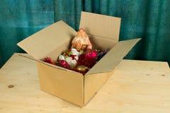 enfermez dans une boîte les jouets de Noël Images stock