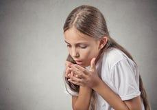 Enfermo de la muchacha del adolescente alrededor a lanzar para arriba Imagen de archivo libre de regalías