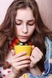 Enfermo de la muchacha en cama Foto de archivo libre de regalías