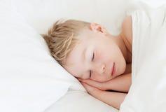 Enfermo de la niña en cama Fotografía de archivo libre de regalías