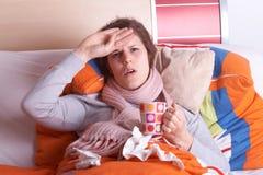 Enfermo en cama Imagenes de archivo