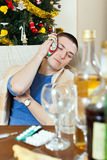 Enfermo teniendo resaca después de celebrar del partido del Año Nuevo Foto de archivo libre de regalías