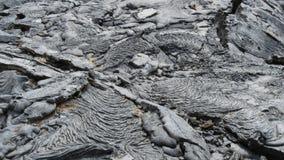 Enfoca adentro el tiro de un flujo 1897 de lava relativamente reciente en el isla Santiago en las Islas Galápagos almacen de metraje de vídeo