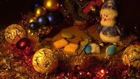 Enfoque adentro cerca para arriba dentro Decoración de la Navidad y del Año Nuevo Fondo borroso extracto del día de fiesta de Bok almacen de metraje de vídeo