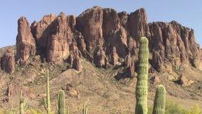 Enfoque adentro de las montañas de la superstición, Arizona almacen de video