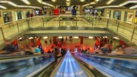 Enfoque de Fisheye de la estación de metro del lapso de tiempo del tráfico peatonal de la ciudad almacen de video