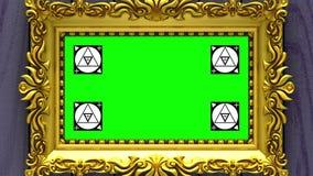 Enfoque de la cámara en el marco del oro en fondo de la madera púrpura Movimiento que sigue los marcadores y la pantalla verde in libre illustration