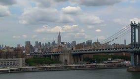 Enfoque del puente de Brooklyn NYC hacia fuera almacen de video