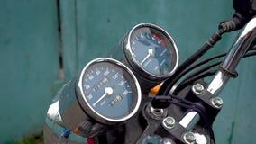Enfoque fuera del velocímetro de la motocicleta metrajes