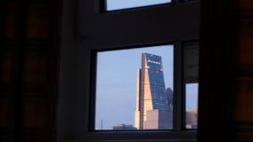 Enfoque hacia fuera de los rascacielos Londres del distrito financiero almacen de metraje de vídeo
