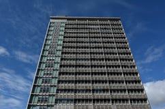 Enfrentado do prédio de apartamentos no centro da cidade de Auckland Fotos de Stock Royalty Free