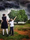 Enfrentando a tempestade Imagens de Stock Royalty Free