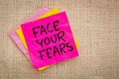Enfrente seu conselho dos medos na nota pegajosa Foto de Stock Royalty Free
