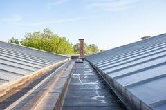 Enfriamiento en un tejado plano imagenes de archivo