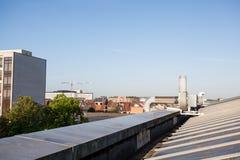 Enfriamiento en un tejado plano imágenes de archivo libres de regalías