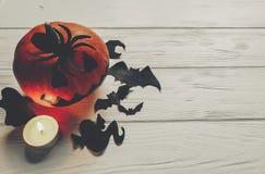 Eng Halloween de donkere griezelige pompoen van de hefboomlantaarn met spookknuppel Stock Fotografie