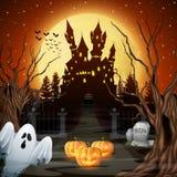 Eng kasteel met spook en pompoenen in het hout Stock Foto