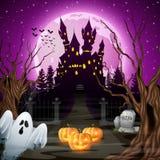 Eng kasteel met spook en pompoenen in het hout Royalty-vrije Stock Fotografie