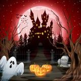 Eng kasteel met spook en pompoenen in het hout Stock Afbeeldingen