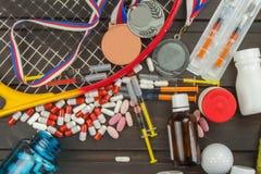 Engaño en deportes Doping para los atletas Scammers en el deporte Abuso de los esteroides anabólicos para los deportes imágenes de archivo libres de regalías