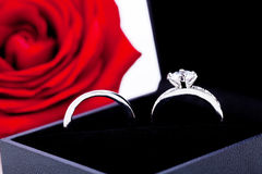 Engagement ring with a bunch of red roses Royalty Free Stock Photos