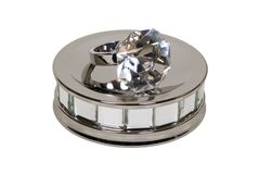 Engagement ring on mirror Plate Royalty Free Stock Photo