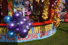 Enganche los juegos de un parque de atracciones del pato fotografía de archivo