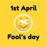 Engane a cara cômica do emoticon da bandeira do cartão do feriado de abril do dia, ilustração lisa no fundo amarelo Fotografia de Stock Royalty Free