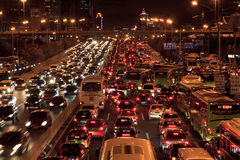 Engarrafamento em Beijing na noite Fotos de Stock Royalty Free