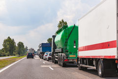Engarrafamento na estrada Linhas de espera dos carros Fotografia de Stock Royalty Free
