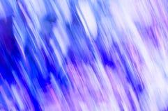 Engazonnez les lignes de tache floue avec des pourpres, des bleus et des roses Photos libres de droits