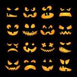 Enge Halloween-geplaatste pompoengezichten royalty-vrije illustratie