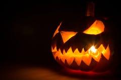 Enge het gezichtspompoen van Halloween Royalty-vrije Stock Afbeeldingen